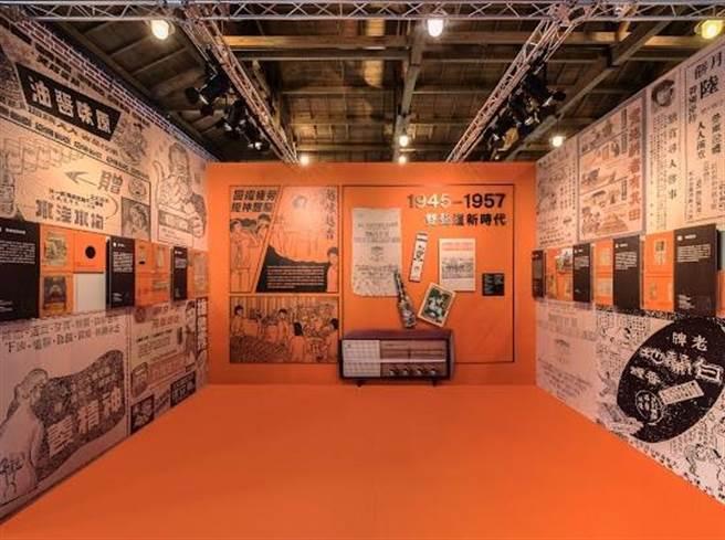 以創意攝影棚的設計概念,展出超過200件時代文物與廣告。(北市文化局提供)