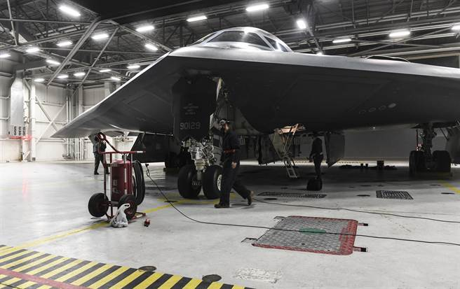 澳洲宣布,美澳將顯著增強印太軍事合作,包括於澳洲輪調部署「所有種類」的美軍軍機。圖為B-2轟炸機。(圖/美國空軍)
