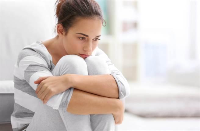 處女座、金牛座、天秤座的人喜歡隱藏私人情緒,即使受委屈也不讓任何人知道。(圖/Shutterstock)