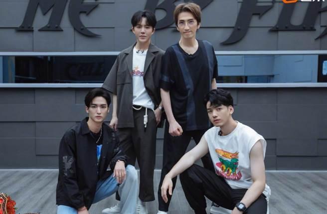 林志炫先前因分配演出工作,與李響(左)起爭執。(取自林志炫微博)