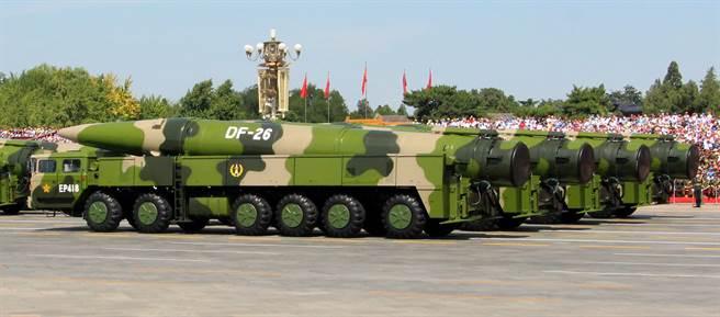 美國會議員擔心,美軍現有防禦體系僅針對於中高空飛行的極音速飛彈,難以探測於低空飛行的極音速武器。圖為大陸展示東風26彈道飛彈。(示意圖/中央社)