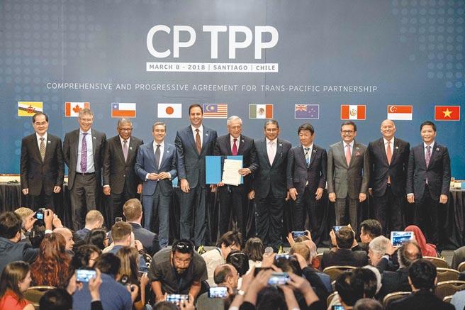 大陸商務部16日宣布,部長王文濤向CPTPP保存方紐西蘭貿易與出口增長部長歐康納,提交了大陸正式申請加入CPTPP的書面信函。圖為智利等11國2018年簽署CPTPP的情景。(新華社)