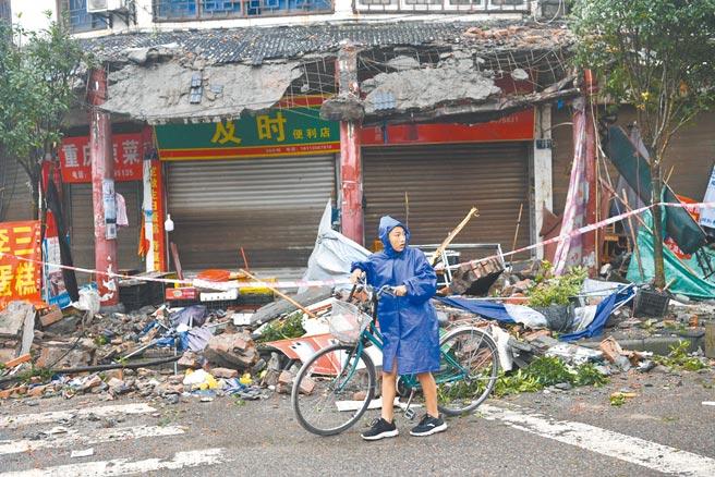 9月16日凌晨4時33分,四川省瀘州市瀘縣發生規模6.0地震,已致3人遇難。圖為震央瀘縣福集鎮受損的農房。(中新社)