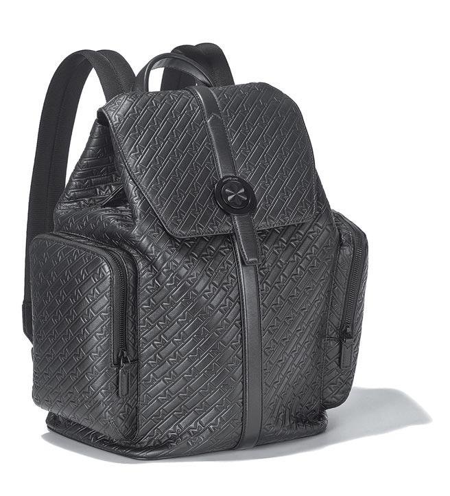 萬寶龍M_Gram 4810系列UltraBlack掀蓋式後背包,5萬5200元。(Montblanc提供)