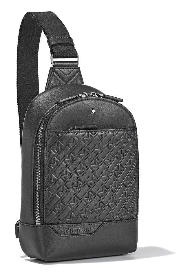 萬寶龍M_Gram 4810系列UltraBlack單肩後背包,3萬3000元。(Montblanc提供)