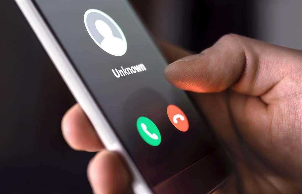 電話打來一接就掛,網揭暗黑內幕喊,接了就輸了。(圖/Shutterstock)