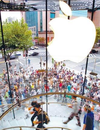 「蘋果官網崩了」登熱搜 陸消費者買爆 iPhone 13