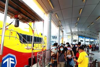 東琉線碼頭湧現「臨時加碼」人潮 中秋連假首日估萬人湧進小琉球