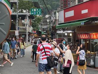 中秋連假首日 烏來午後現人潮 警表示在管控範圍內
