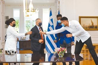 NBA》希臘總理接見 字母哥家人成公民