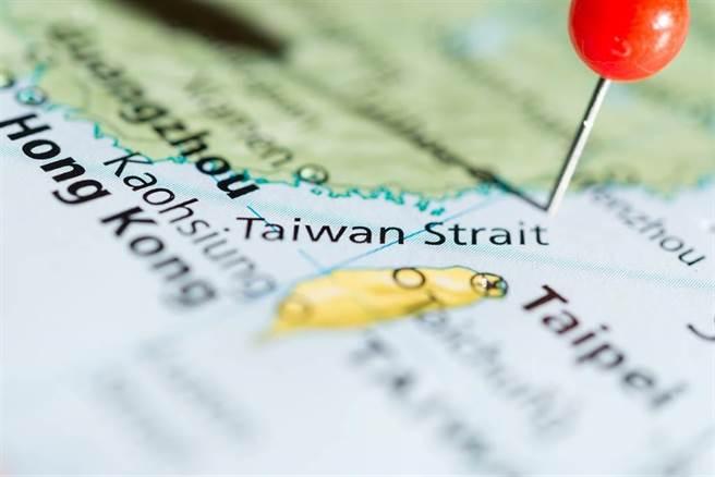解放軍東部戰區在台灣島西南實施聯合警巡和實戰化演練,將常態組織。(圖:Shutterstock)