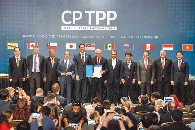 中國綜合開發研究院自貿創新中心主任余宗良表示,大陸要加入CPTPP,必須做好準備接受各方已經達成的協定,意味將透過更大程度的開放,倒逼全面深化改革。圖為2018年智利等11國簽署協定。(新華社)