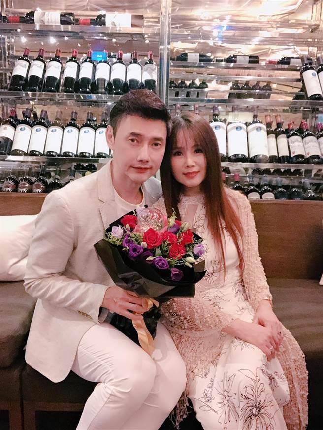 包偉銘和劉依純慶祝結婚6周年。(翰森娛樂提供)