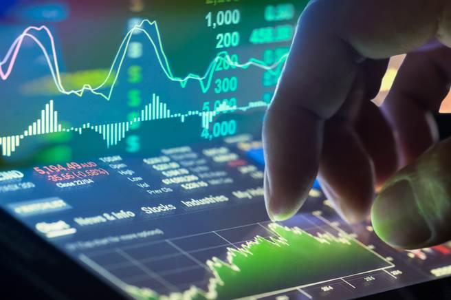 分析師表示,許多過去投資人看不上眼、甚至是虧損的股票,只要在第四季有足夠的題材,就有機會成為轉機股。(示意圖/達志影像/shutterstock)