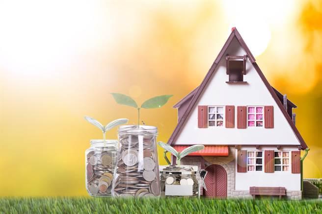 金管會提醒,年長者接觸投資型保單的3大風險。(圖/小花平台保險+)