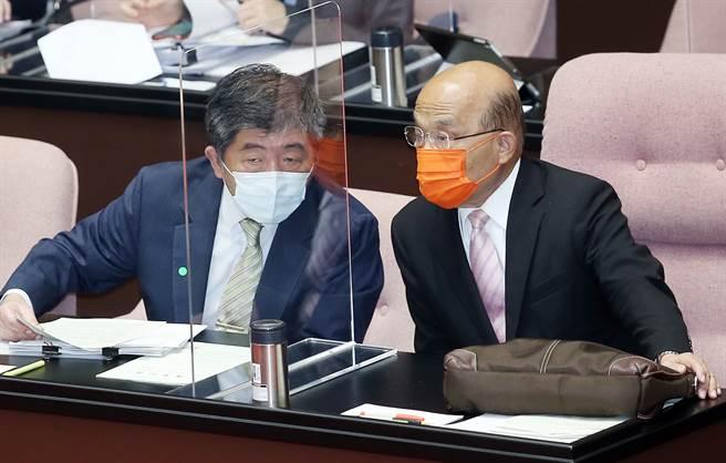陳時中與蘇貞昌17日赴立院準備接受3+11質詢,遭到國民黨強力杯葛,最終在空轉下結束一天。(圖/姚志平攝)