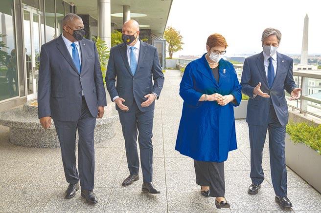 美國國務卿布林肯(右一)、國防部長奧斯汀(左一)美東時間16日與澳洲外交部長潘恩(右二)、防長達頓(左二)舉行會談,雙方均有意強化對台關係。(摘自美國務院官網)