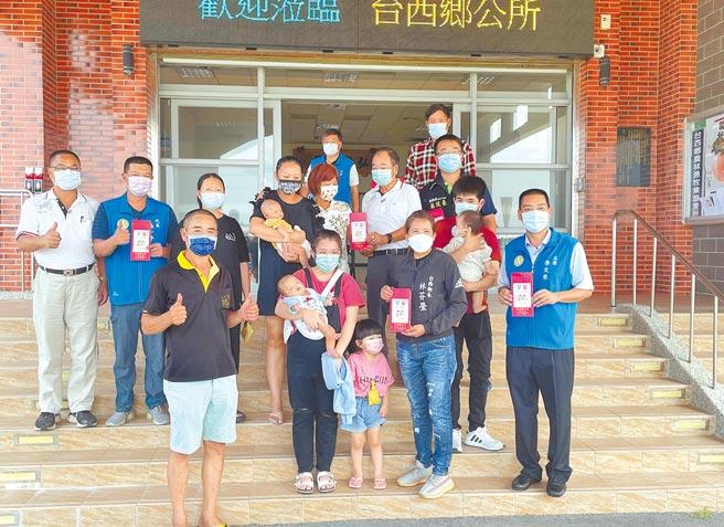 雲林縣台西鄉公所提案、鄉代會通過每名新生兒發放1萬元新生兒禮金,追溯至今年1月1日。(周麗蘭攝)