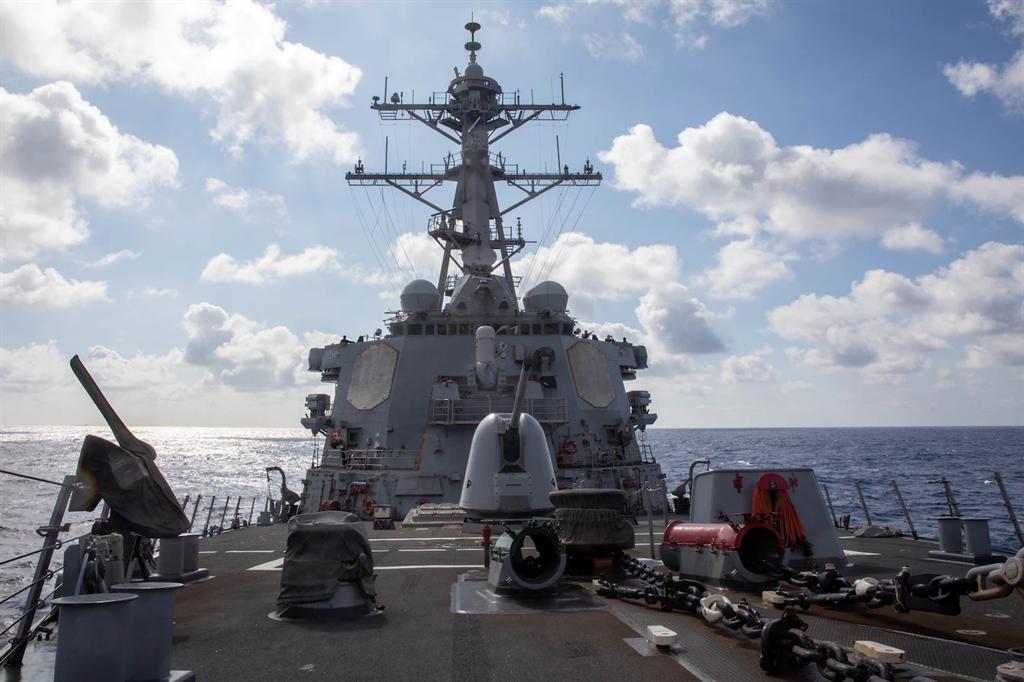 美國海軍貝瑞號導彈驅逐艦17日航行通過台灣海峽,這是今年美艦第9通航台海。(圖/美國第7艦隊)