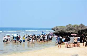 小琉球登島遊客近萬人 墾丁飯店民宿連2天客滿