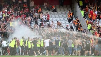 足球》法甲爆激烈衝突 球迷隔鐵網叫囂數百人衝進場
