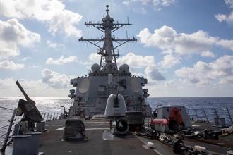 美艦航行台海衛星照曝光 陸媒:共軍052D橫在美艦與台島之間
