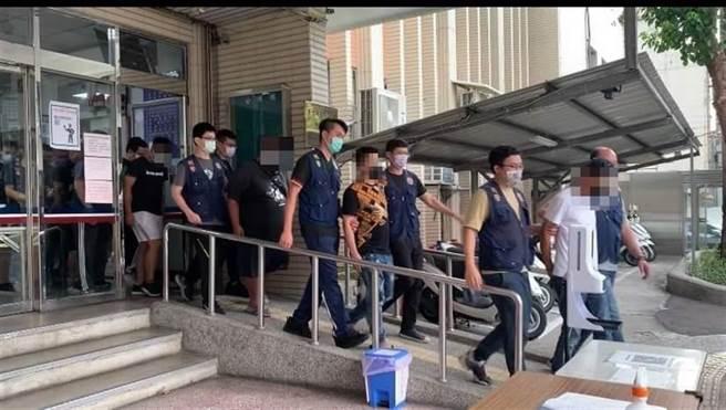 警方拘提主嫌到案。(翻攝照片)