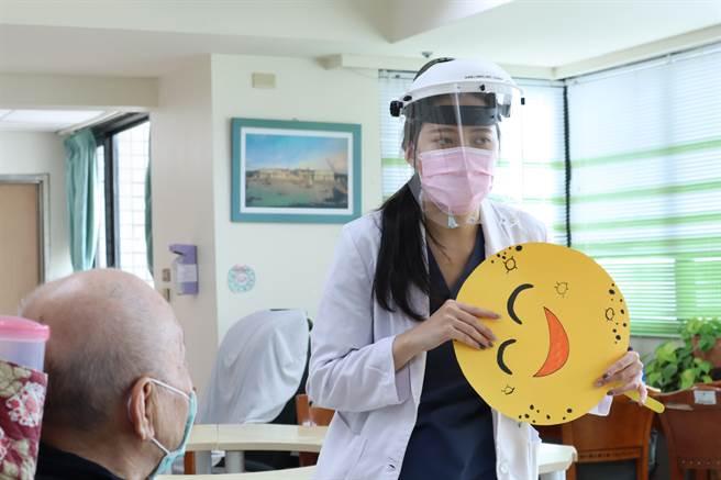 桃園醫院附設護理之家提前於9月17日舉辦中秋節活動。(衛福部桃園醫院提供/陳夢茹桃園傳真)