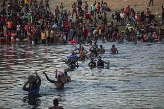 美國遣返大批移民 首架撤離班機飛抵海地