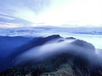 一對登山客攀登武陵四秀被雨困 已遇山友取消救援
