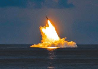 美試射2枚三叉戟II潛射彈道飛彈