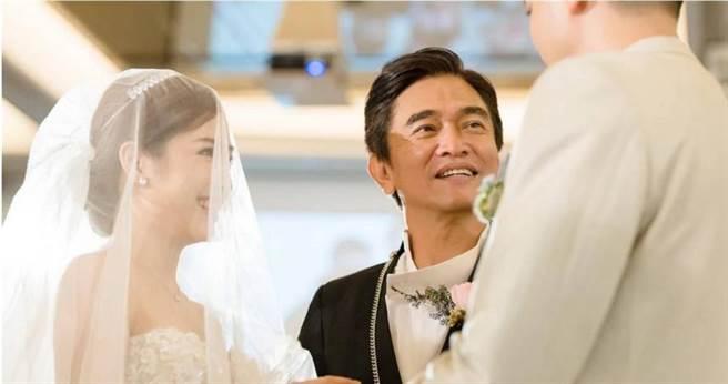 本月12日吳宗憲家有喜事,二女兒吳則含(Vivian)嫁給朱立倫外甥蔣豐蔚(Wilson)。(圖/容易文創提供)