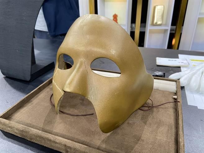 李志希將鬼丈夫中的經典面具帶來節目中鑑價。(JET綜合台提供)