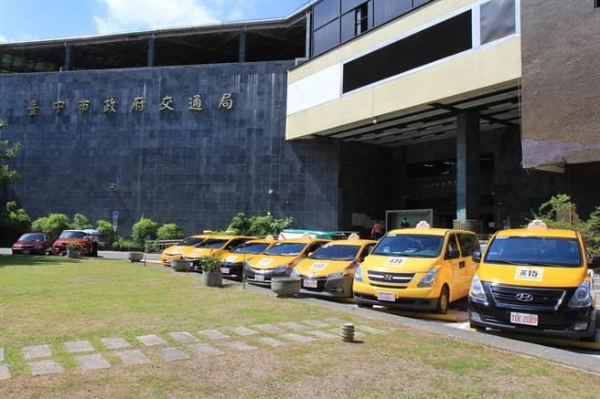 台中市交通局為方便偏遠地區居民購物、就醫,特別推動小黃公車,頗受好評。(交通局提供/林欣儀台中傳真)