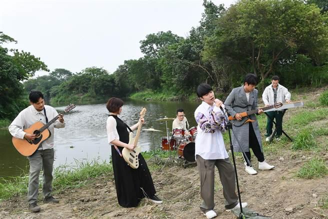 魚丁糸推出新專輯《池堂怪談》。(環球音樂提供)