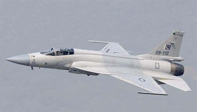 中巴合作的JF-17梟龍戰機終於獲得阿根廷政府同意採購首批12架。(圖/巴基斯坦空軍)