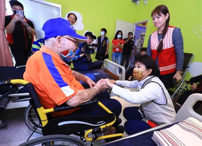 社會長彭懷真強調,市府照護重點是希望長輩在家或就近在長照據點養老。(台中市政府提供)
