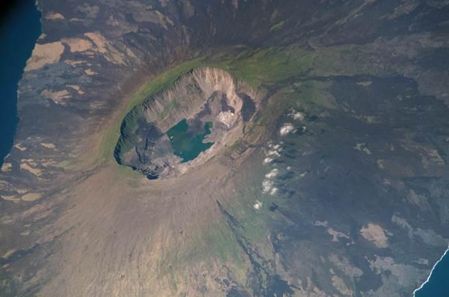 拉帕爾馬島上巨大的塔武連特火山。(圖/WIKI)