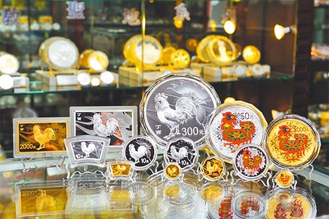 大陸生肖金幣成為年節收藏、投資夯品,圖為大洋金幣委由一銀、台新銀發售由人行發行的生肖金銀紀念幣。(大洋金幣提供)