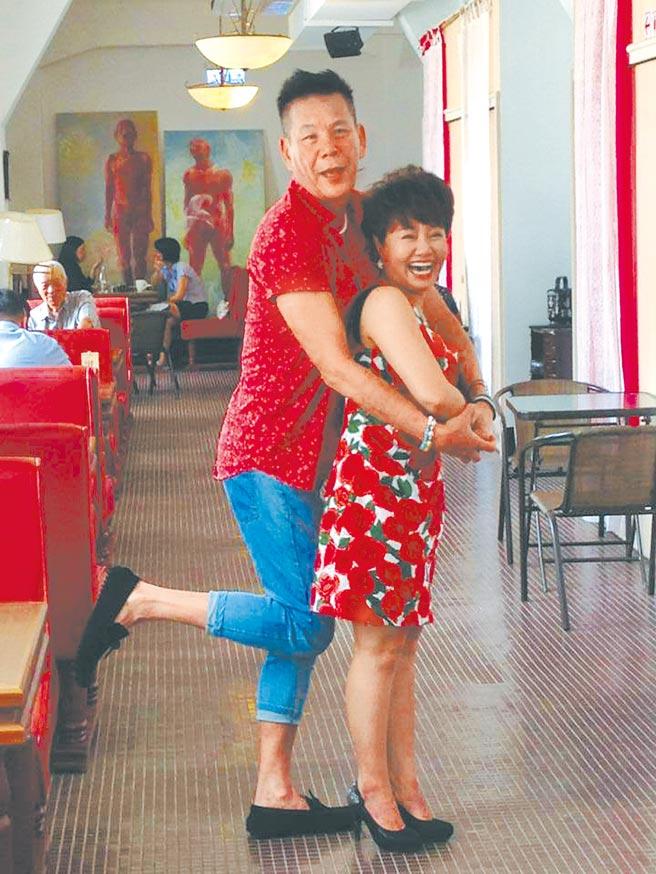 龍劭華(左)與呂雪鳳曾在《含笑食堂》演夫妻。(摘自臉書)