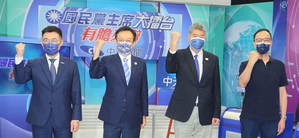 中天新聞18日舉辦《國民黨主席大擂台-有膽來辯》辯論會,左起江啟臣、卓伯源、張亞中、朱立倫。(中天新聞提供)