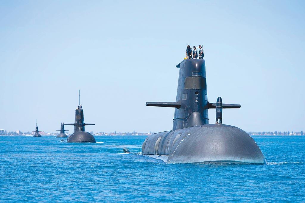 美、英、澳洲15日聯合宣布為澳洲研發核潛艦,犧牲本已取得潛艦訂單的法國,此舉不僅令法國火冒三丈,也引起歐洲強烈不滿。圖為澳洲潛艦。(摘自澳洲皇家海軍臉書)