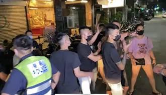 三重買酒排隊糾紛 街頭21人大亂鬥 記者慘遭波及