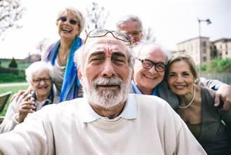 開卷書摘》推動《超高齡社會發展法》迫在眉睫