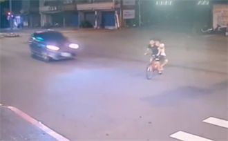 驚悚撞飛瞬間曝光 2移工酒駕雙載違規遭撞雙亡 酒測值嚇人