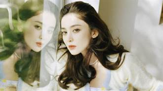 「新疆女神」貼身洋裝慶中秋 胸口鏤空意外掉出飽滿雙峰