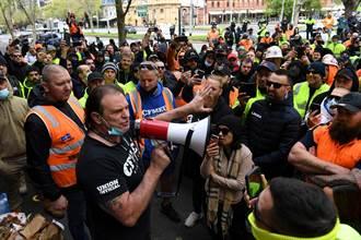 拒絕強制接種疫苗 墨爾本勞工發動暴力示威