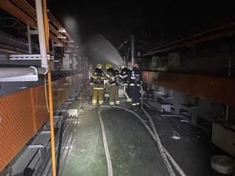 高雄燕巢螺絲工廠油坑起火 出動23車急灌救