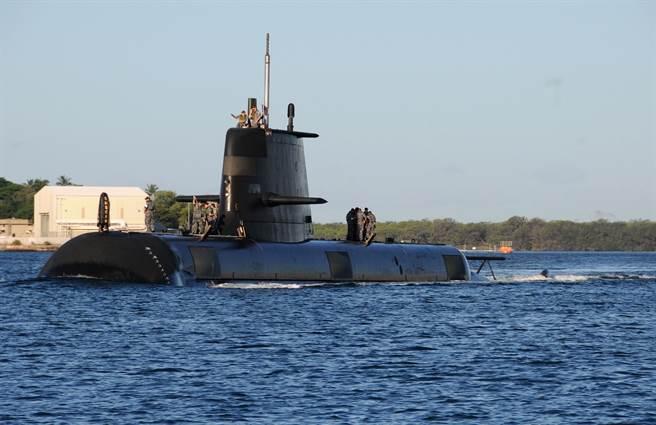 法國與澳洲在2016年簽署潛艦合約,由巴黎為坎培拉生產12艘潛艦以取代澳洲現有的柯林斯級潛艦。圖為澳洲希恩號。(圖/DVIDS)