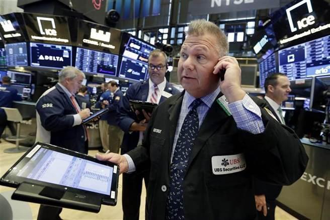 恆大風暴掀賣壓 美股大幅收跌 道瓊重挫614點。(圖/美聯社)